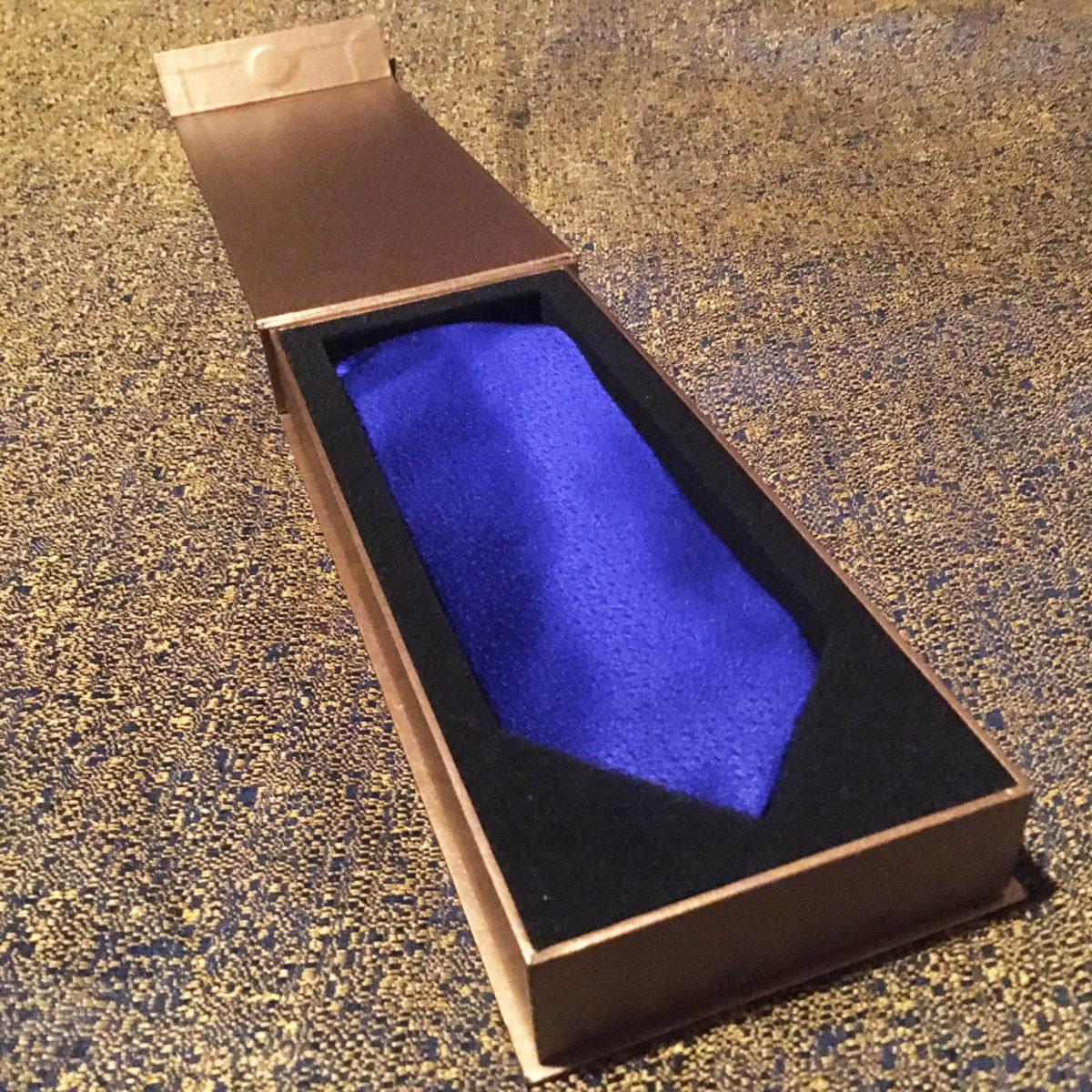 gift,tie,bright blue,navy,silk,gift box,luxury